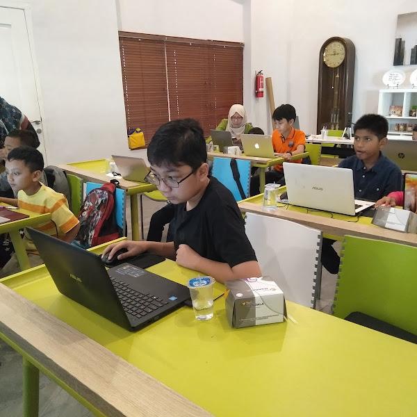 Rhenald Kasali: Pendidikan Yang Menghukum di Indonesia