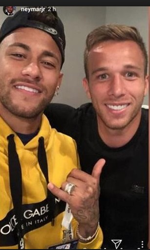 Neymar visita de sorpresa a sus amigos del Barça