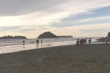 """Objek Wisata Pantai Air Manis """"Batu Malin Kundang"""" Padang, Sumatera Barat"""