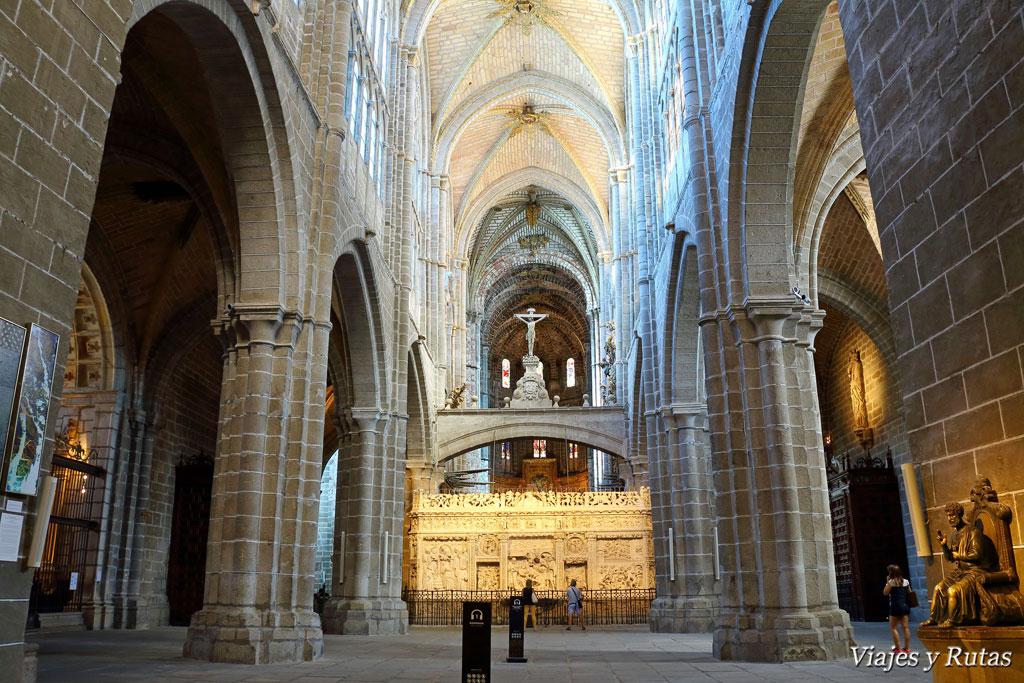 Descubriendo los tesoros que encierra la muralla de vila for Catedral de barcelona interior