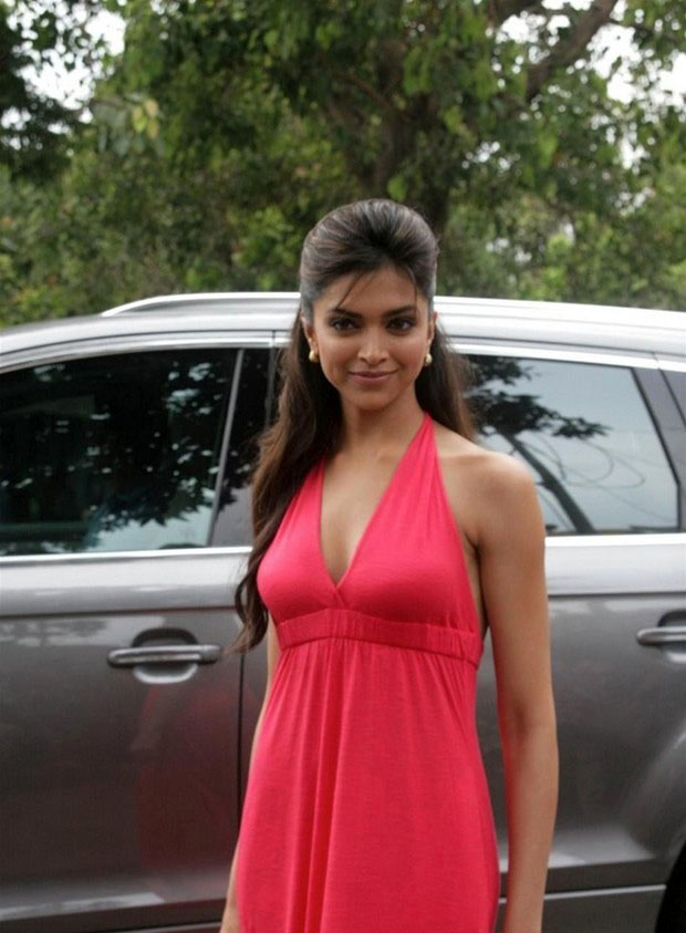 Bollywood Actress Deepika Padukone Photos In Long Red Jown