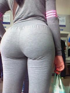 hermosa mujer pantalones yoga