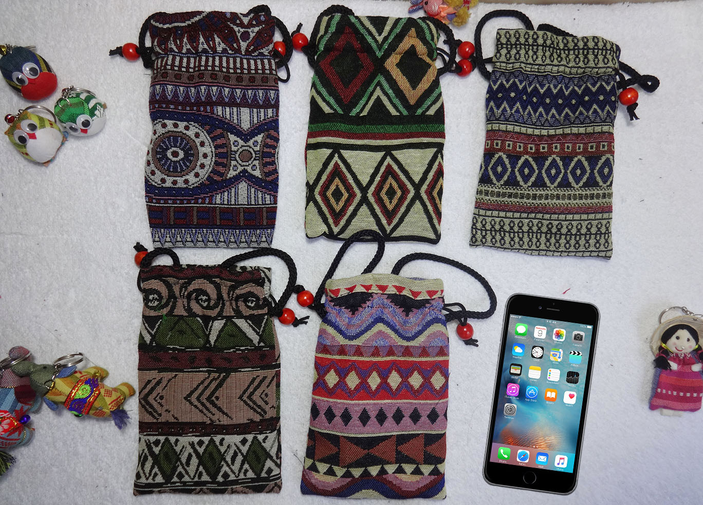 Các loại túi, bao da điện thoại làm bằng thổ cẩm