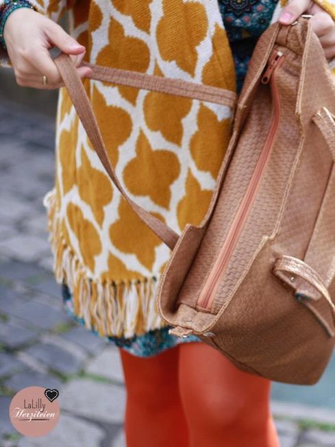 """Mit dem Ebook """"Maribel&Marisol"""" kannst du zwei moderne Handtaschen selber nähen. Die bebilderte Nähanleitung führt auch fortgeschrittene Anfänger sicher zum Ergebnis. Der Clou: Du kannst deine beiden Taschen mit Hilfe von Druckknöpfen zu einer Tasche kombinieren- Marisol ist dann ein zusätzliches Fach in deiner Maribel!"""