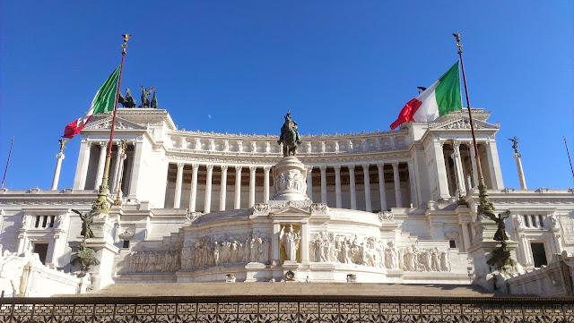 Monumento a Víctor Manuel II en Roma, Italia.