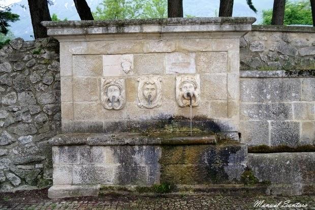 Salle Vecchia, fontana all'ingresso del castello