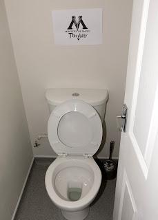 Mens toilet - Ministry of Magic