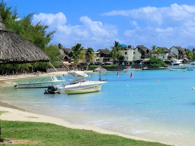 Grand Baie Mauritius (C) JUREBU