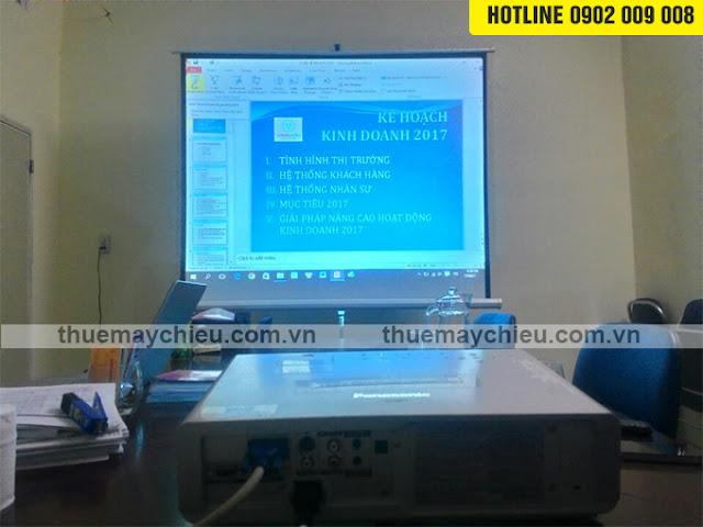 Cho thuê máy chiếu Panasonic PT-LB90 và màn chiếu 100 inch
