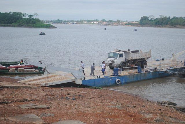 Polícia boliviana entrega caçamba furtada no Brasil para Polícia Civil