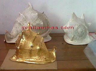 keong atau kerang warna emas