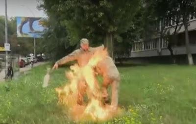 Військовий влаштував самоспалення біля Міноборони