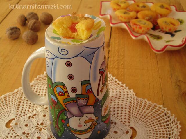 Маслени сладки с локум и орехи