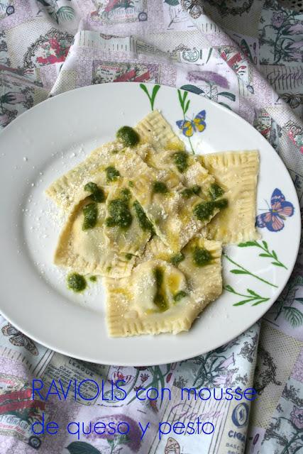 Raviolis caseros con mousse de queso y pesto