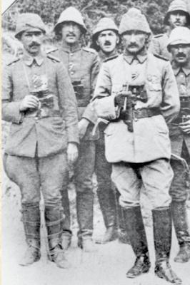 Anafartalar Grup Komutanı Alb. Mustafa Kemal ve karargah subayları...