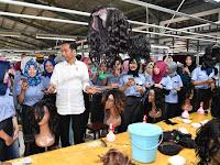 Presiden Jokowi Sambangi Pabrik Bulu Mata Palsu dan Rambut Palsu di Purbalingga