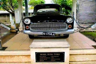 Mobil Opel hitam Bung Tomo, Surabaya