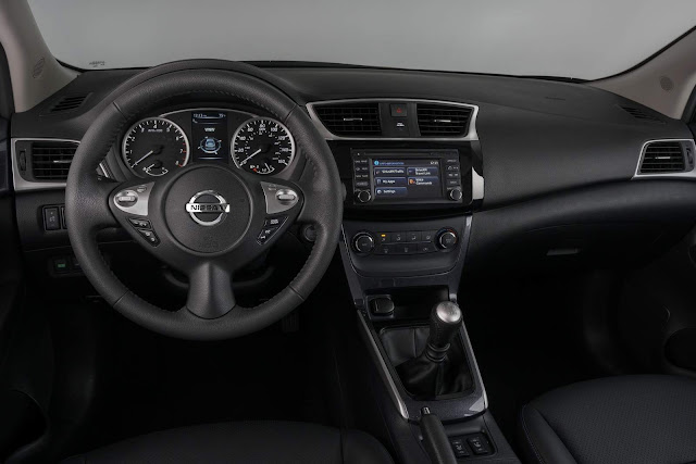 2017 Nissan Sentra SR Turbo - interior