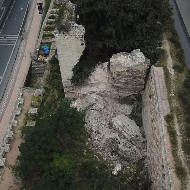 Byzantine tower in Istanbul collapses