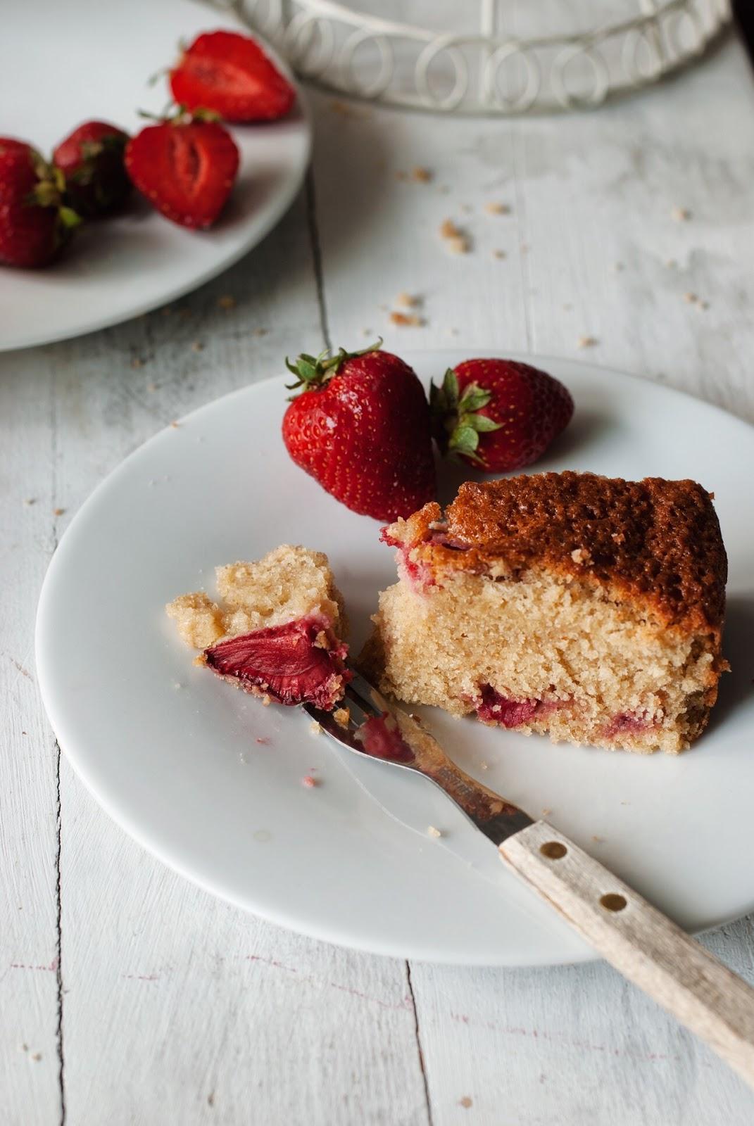 Bezglutenowe ciasto kubeczkowe z owocami