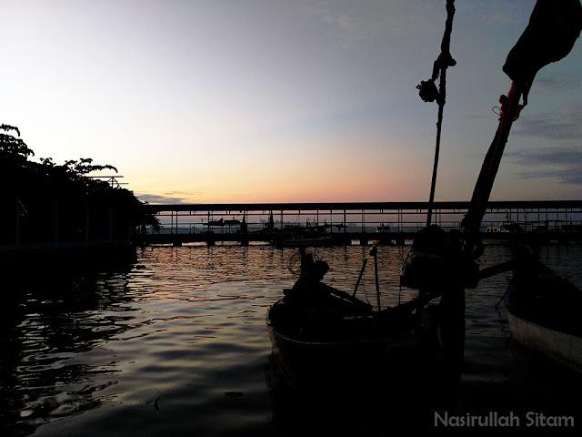 Menyapa pagi di Pantai Kartini Jepara