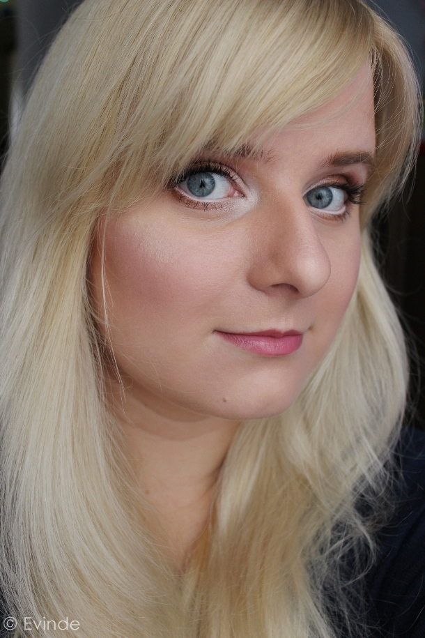 warm eye look with pink lips