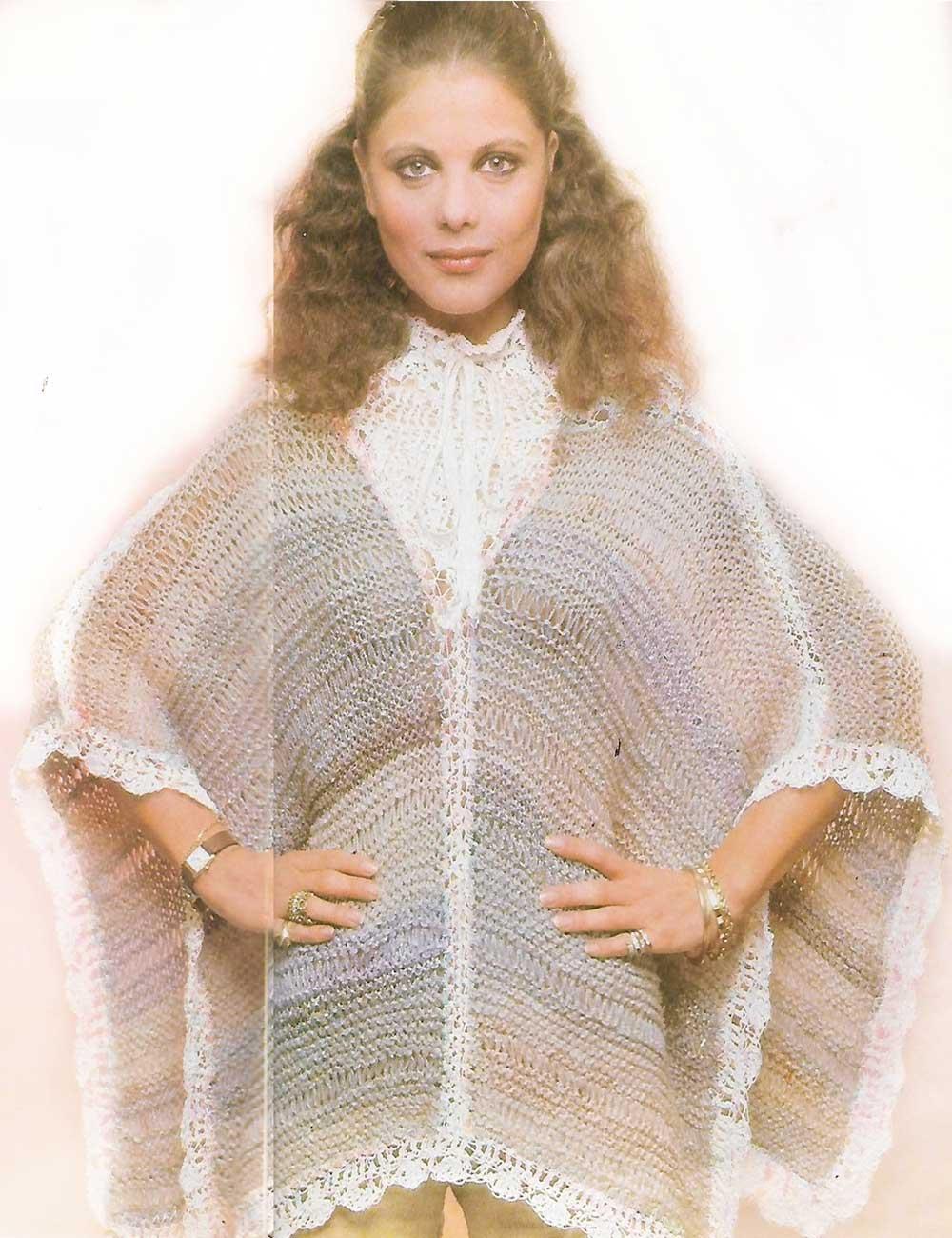 Poncho cuello victoriano con lana mezclada a ganchillo y tricot