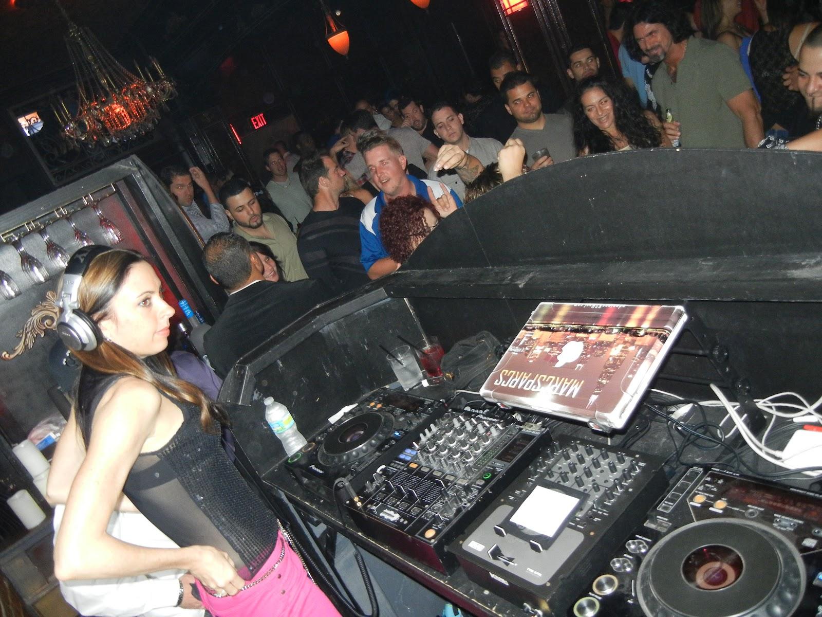 save pleasure island: club report: vintage lounge (dj baby anne)
