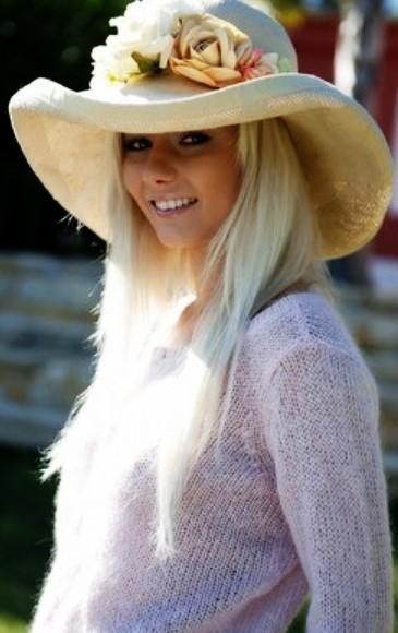 Красивая блондинка Эротика: http://eroticaxxx.ru/ Блондинка в саду показывает лысую письку и голые сиськи, лысая писька в саду, голая девушка на природе