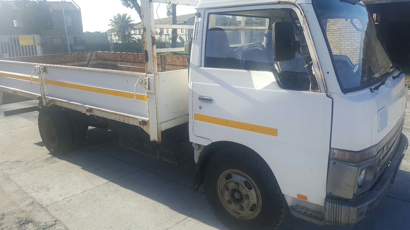 medium resolution of 1992 nissan cabstar truck