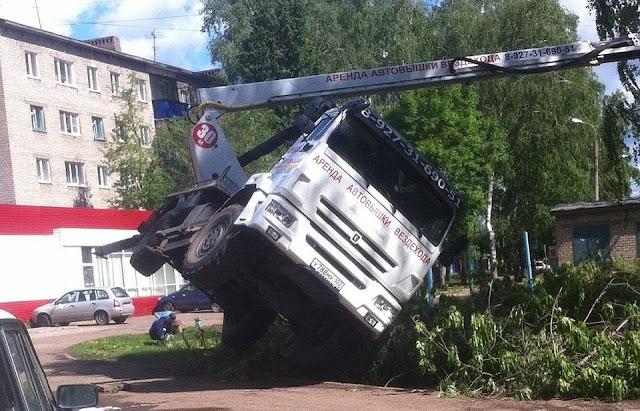 В Стерлитамаке упал автокран есть пострадавшие