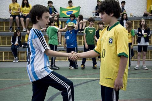 """Programa Pontos MIS apresenta em abril os filmes """"A Hora Vagabunda"""", """"Ernesto no país do futebol"""" e """"Os Xeretas"""""""