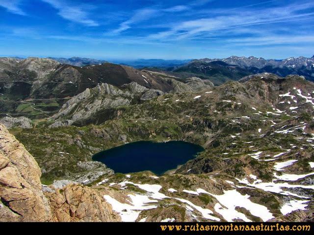 Ruta Farrapona, Albos, Calabazosa: Vista del Lago Calabazosa desde el Albo Oriental