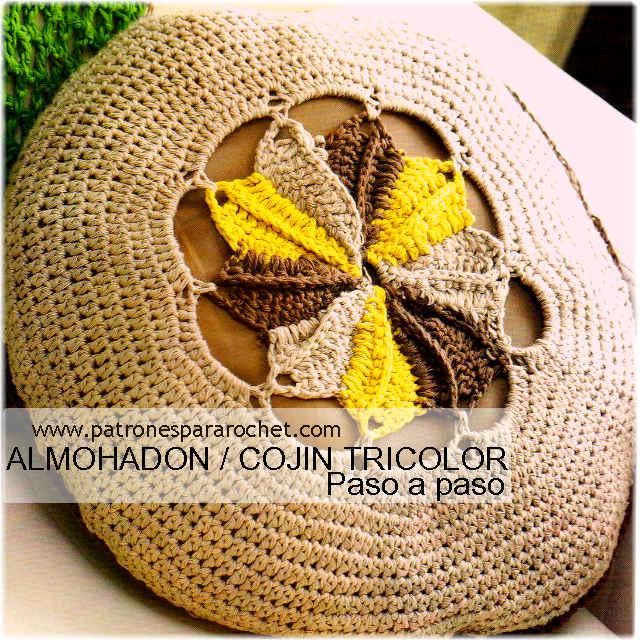 cojin tejido con ganchillo redondo y con flor en el centro