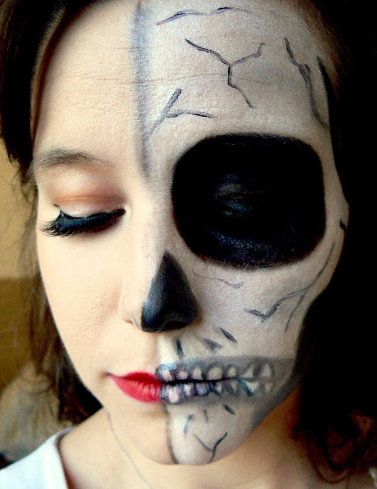 maquillage halloween squelette moitié visage
