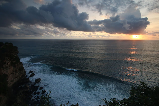 sunset pura uluwatu