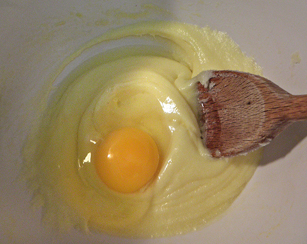 Egg on top of creamed mixture
