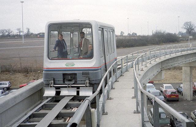 Gambar Kereta Maglev di Inggris