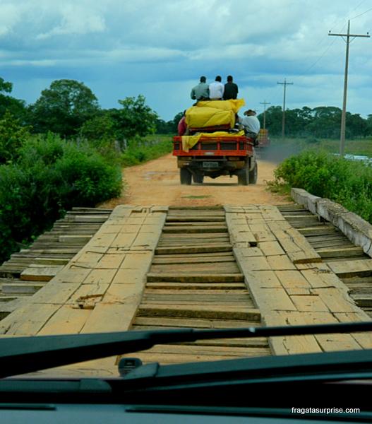 Pontes precárias na Rodovia Transpantaneira