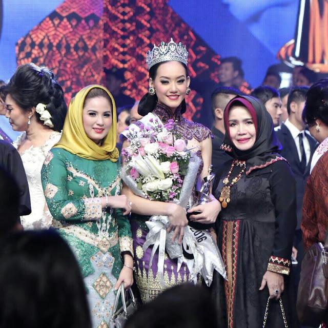 Ibu Yustin Ficardo dan felicia serta Ibu Kepala Dinas Pariwisata dan Ekonomi Kreatif Lampung