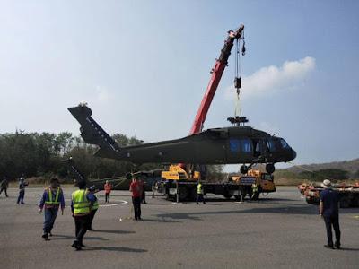 أميركا تعتزم بيع طائرات «بلاك هوك» إلى تايلاند Three%2BSikorsky%2BUH-60A%2BBlack%2BHawk%2BArrived%2Bin%2BThailand%2B1