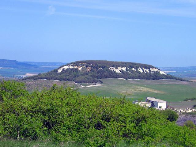 Крымские горы - холм возле села Холмовка