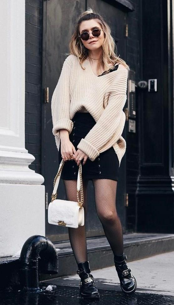 great fall outfit idea / oversized sweater + black high waist skirt + bag + boots