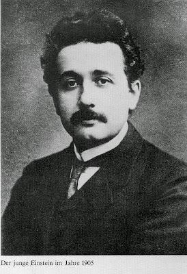মহান বিজ্ঞানী স্যার আলবার্ট আইনস্টাইন