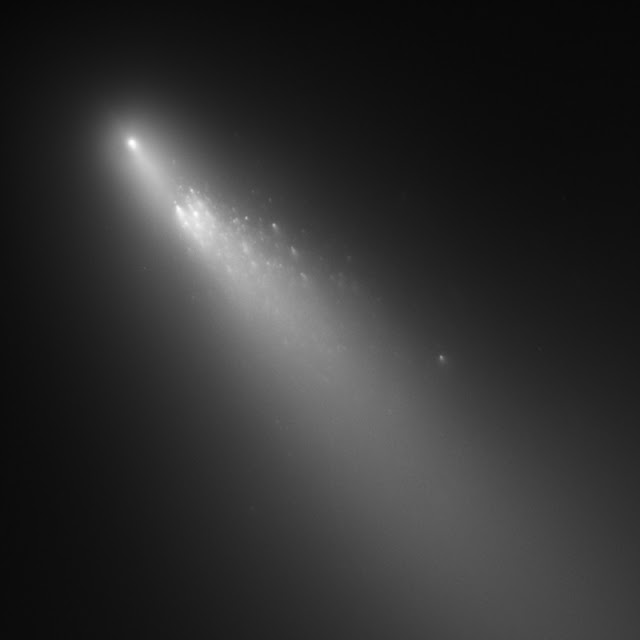 Relationships between chemicals found on comets