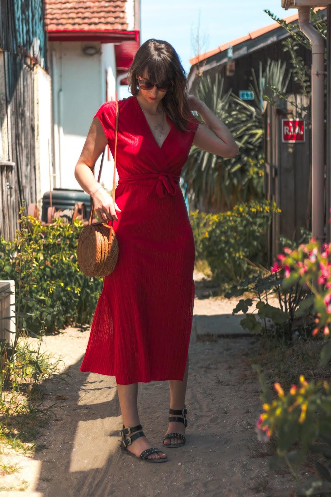 comment porter la robe rouge en été