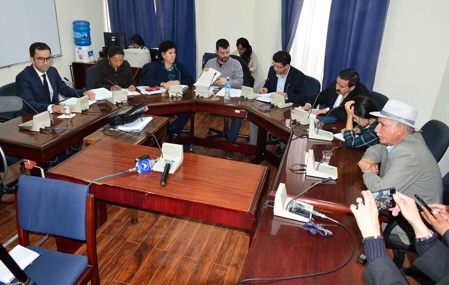 Comisión oficialista entrevistado a delegado del Grupo Cementos Chiguagua