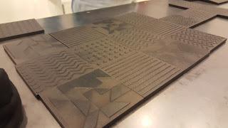 Placas con diseños en relieve llamadas tactigramas que forman el Shapereader