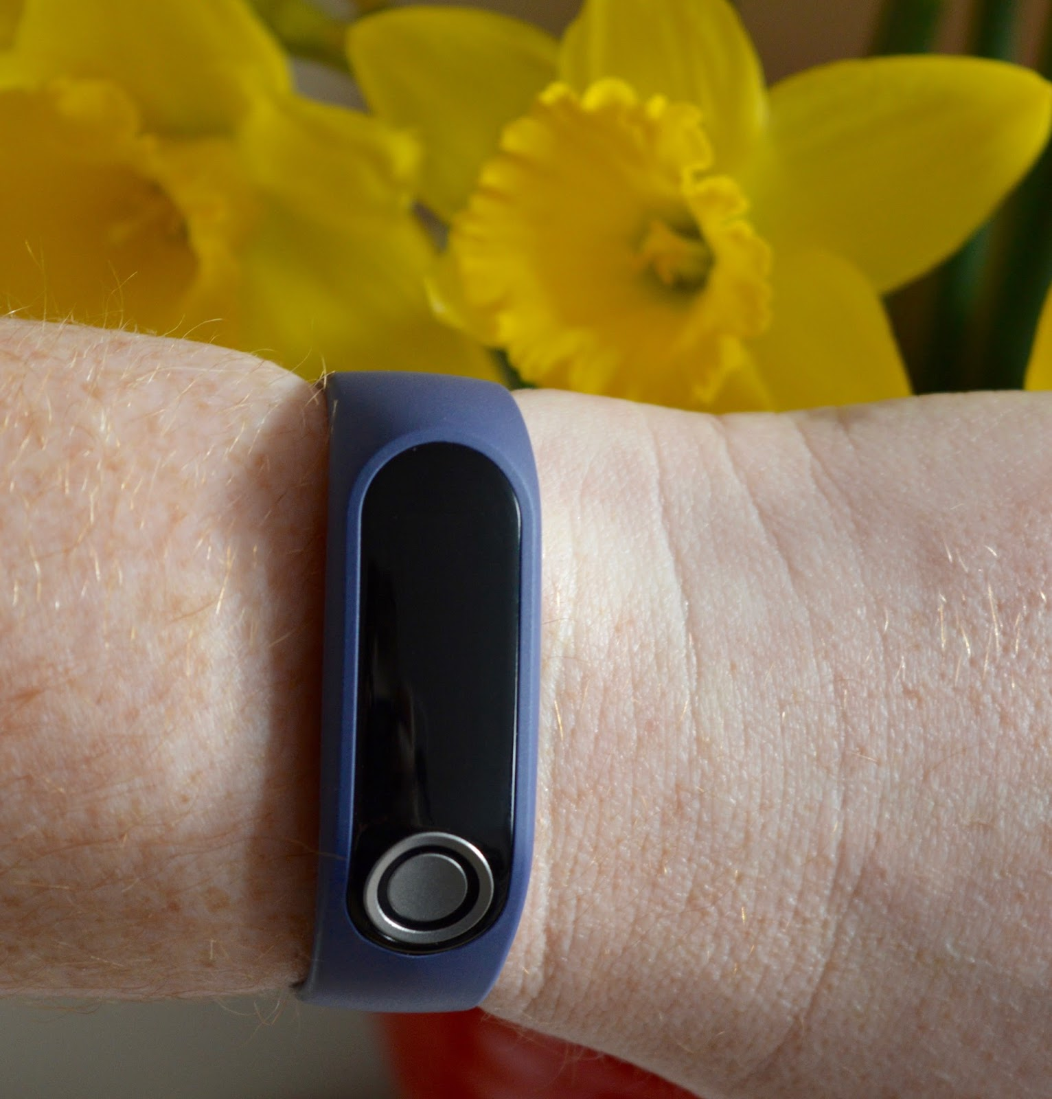 TomTom Touch Review | A Fitness Tracker that measures body fat composition, heart rate, steps, sleep & more - large tracker on wrist