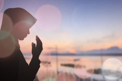 Gambar Berdoa Islami Wanita Muslimah